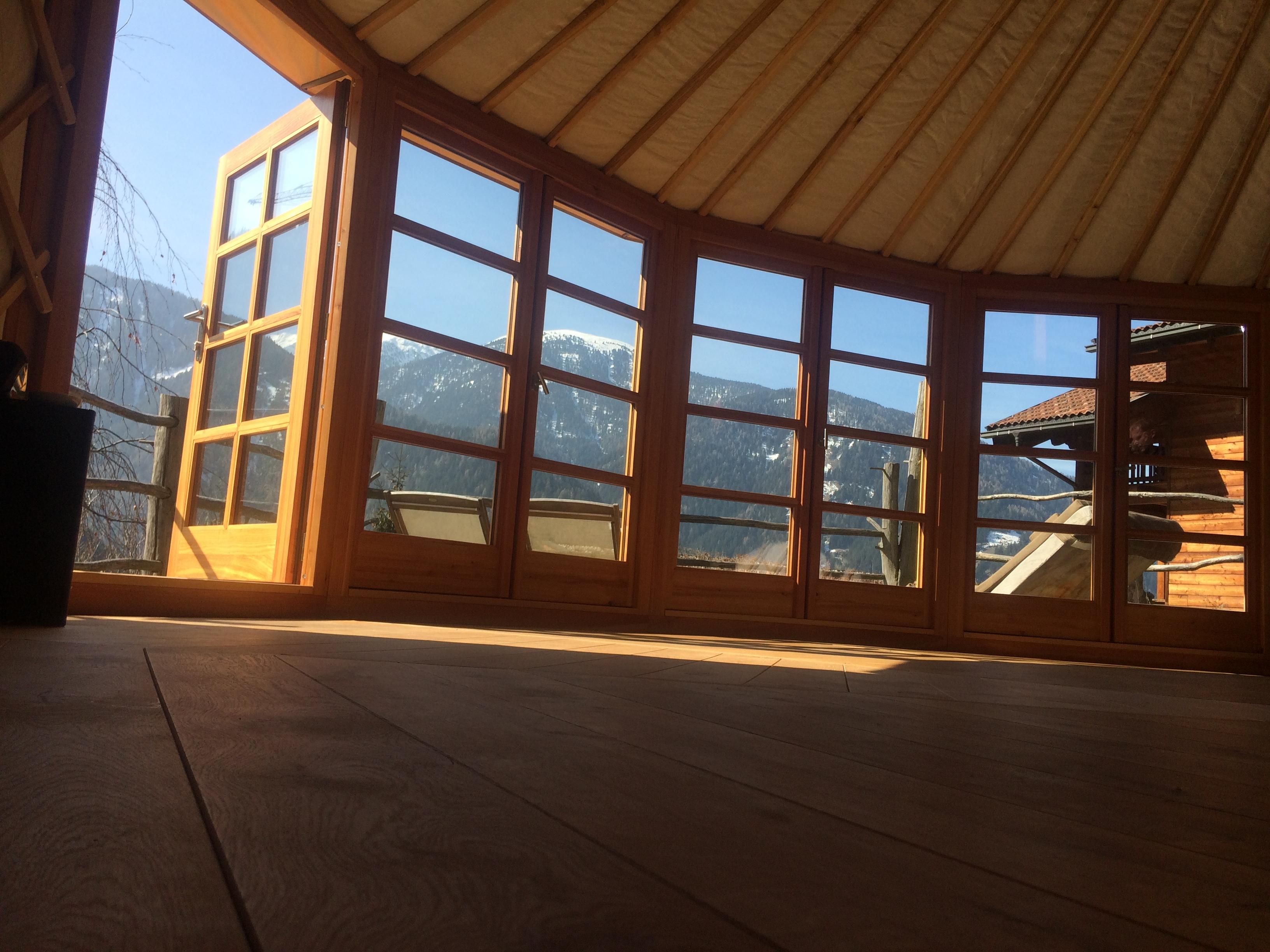 Panoramatická spojená okna