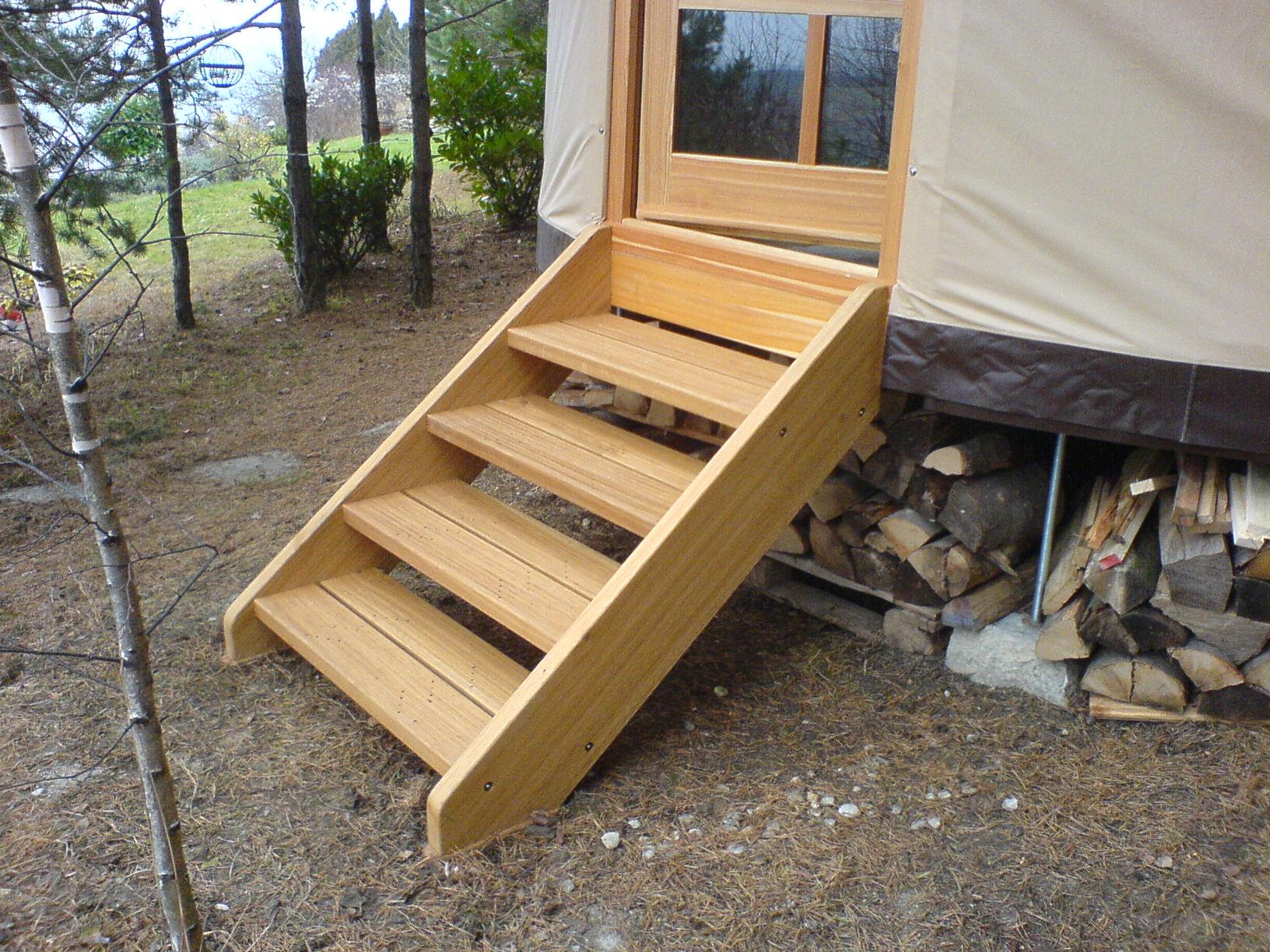 Dubové schody do jurty, dubové dřevo
