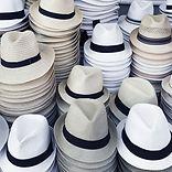 chapeaux empilés