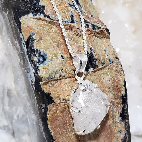 Reina Pendant & Chain