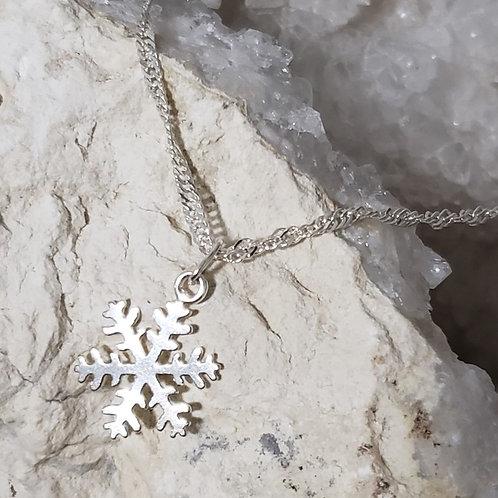 Neve Snowflake Pendant & Chain