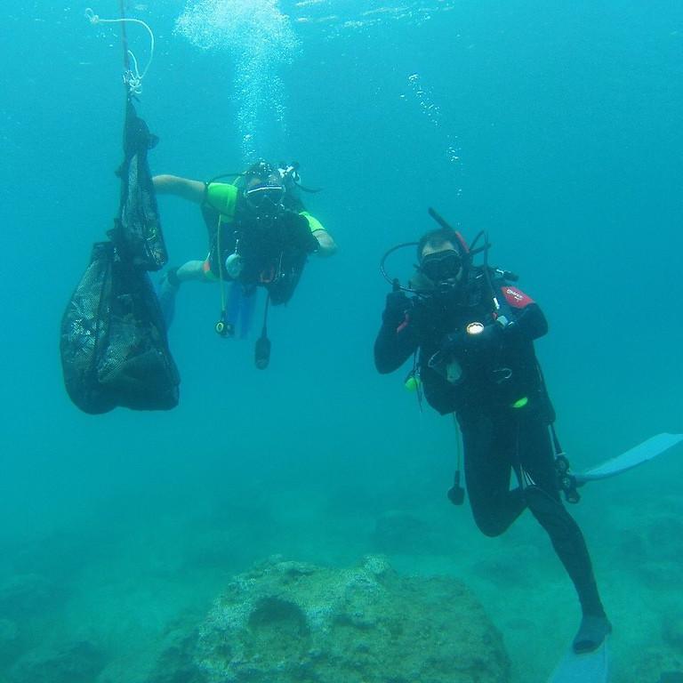 Εθελοντικός υποβρύχιος καθαρισμός βυθού - Μικρολίμανο
