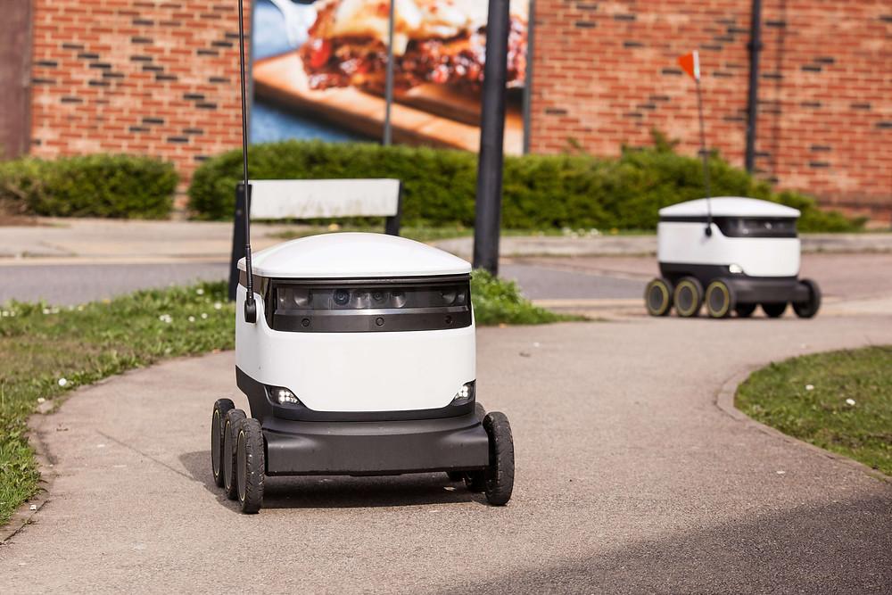 Der Lieferroboter im Einsatz von Starship Technologies