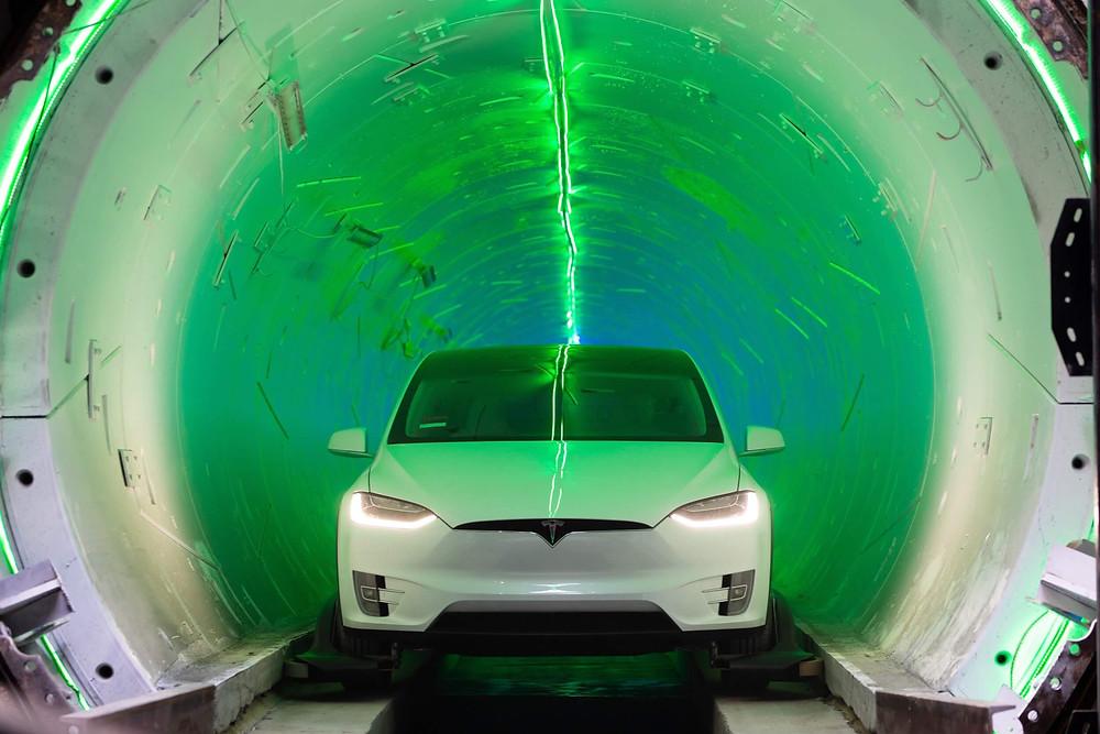 Tesla Model X im Testbetrieb in der Röhre von The Boring Company