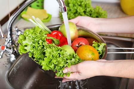 Contra a Covid-19, higienizar frutas e hortaliças é fundamental