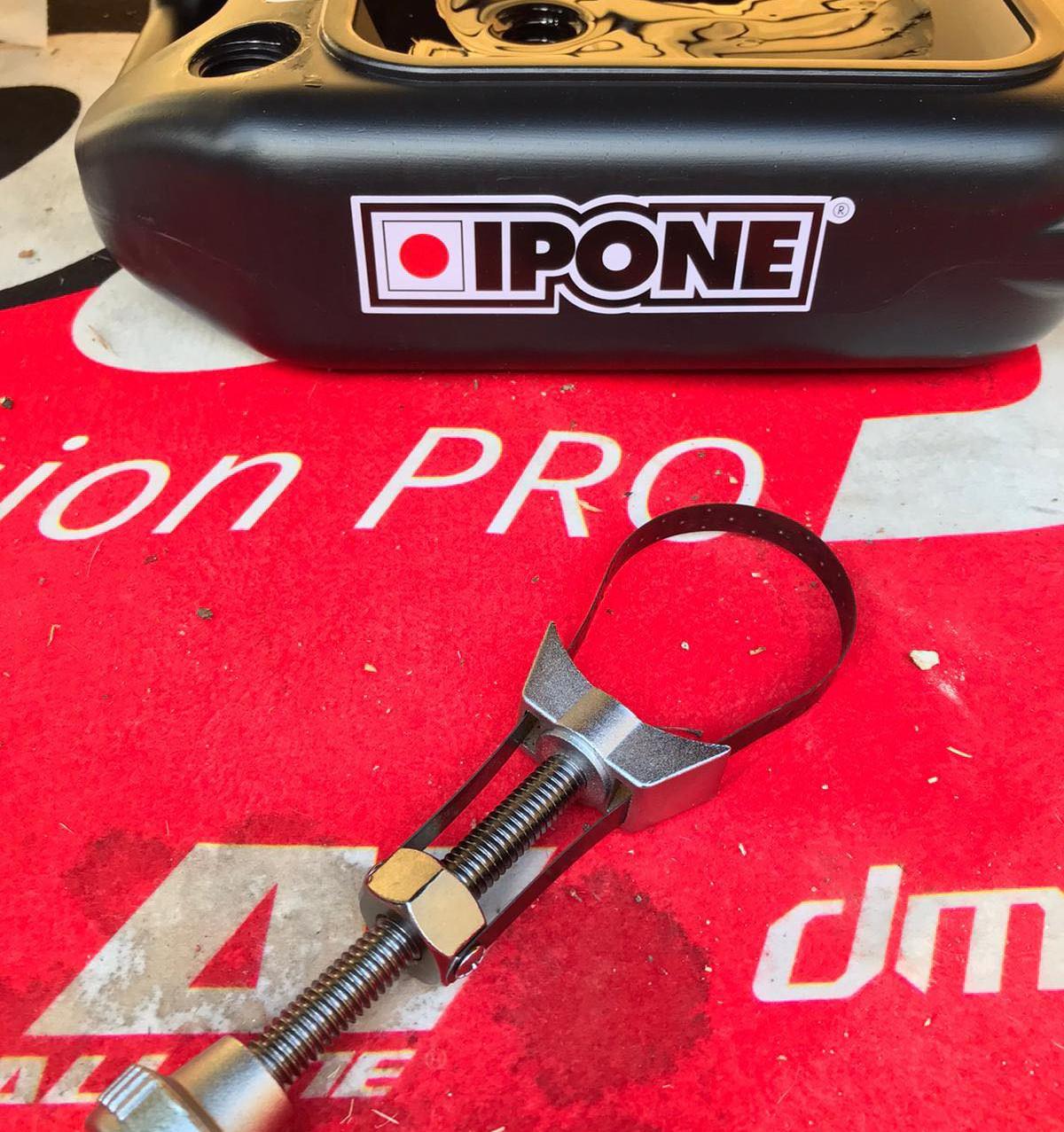 outils vidange huile moto