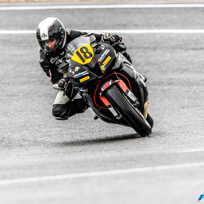 competition moto femme