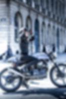 femme motarde moto