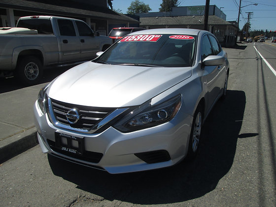 2016 Nissan Altima  $14600.