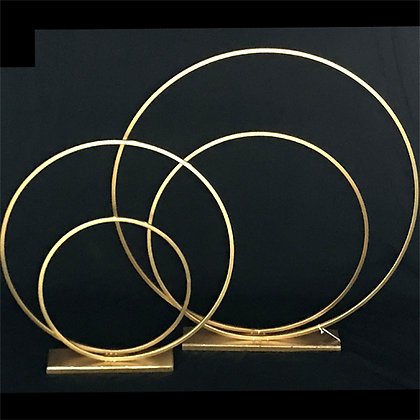 ROUND GOLD RING CENTERPIECES