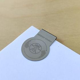 Clip laser Median Kliniken, AXIONclip 5, clip redondo, clip logo redondo, clip con impresión laser, markclip