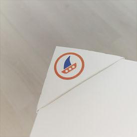 Deltaclip, sujeta papeles barco, paperclip boat, logoclip papel