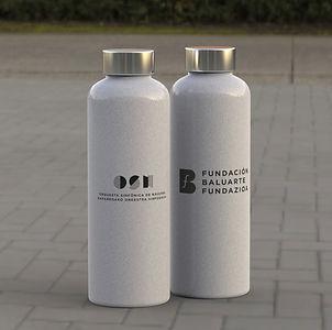 Bidón de fibra de bambú y LDPE. 600 ml de capacidad, con tapón en acero inox a rosca -libre de BPA - y cómoda cinta de transporte. Disponible en variada gama de colores nature.