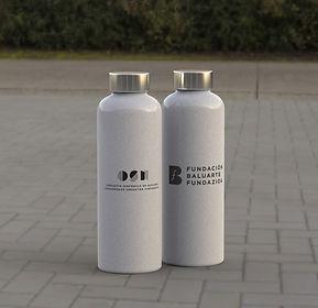 Bidon/ gourde fibre de bambou et LDPE. Capacité 600 ml, avec bouchon vissé en acier inoxydable - sans BPA - et anse de transport. Disponible dans une large gamme de couleurs naturels.