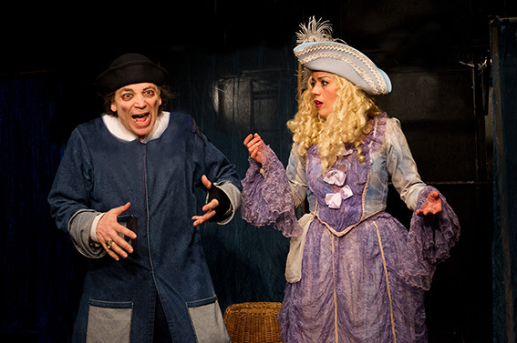 deux personnages de théâtre en costume d'époque, pièce L'Avare, Molière
