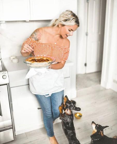 Théa VanHerwaarden blog influencer foodie travel cook