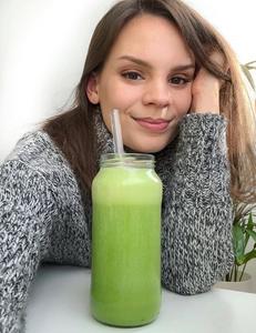 Alice Esmeralda vegan influencer meal preps