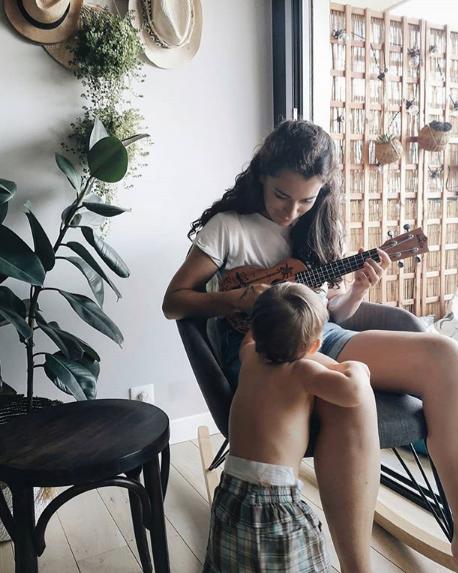 justine porcelaine maman influenceuse maternité blogueuse youtubeuse