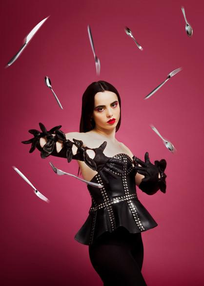 Artiste : Mathilde Fernandez Stylisme : Ladoudoun Top : Zana Bayne Gloves : Drome Make up : SarraMakeup