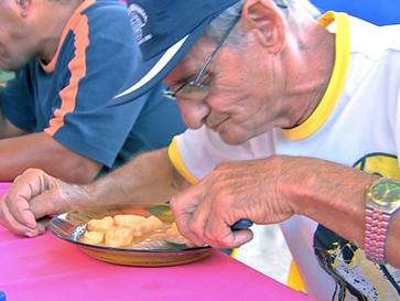 """Festa do peixe acontece em São Gonçalo com concurso """"Quem come mais Mojica de Pintado"""""""