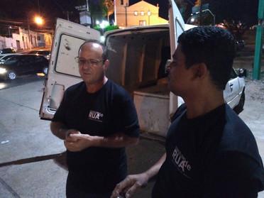 Grupo distribui marmitas e palavras de amor e fé entre moradores de rua