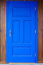 Vstupní dveře do Roubenky