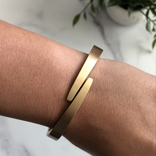 Gold Sleek Bracelet