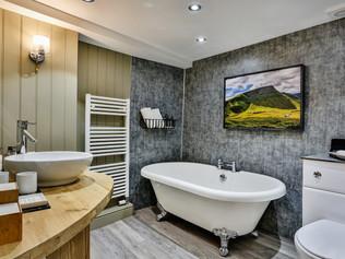 Real Estate Photography - B&B - Hotel Bathroom