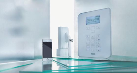 ABUS Secvest Alarmzentrale mit Mechatronik Komponente und Bedienung via Handy