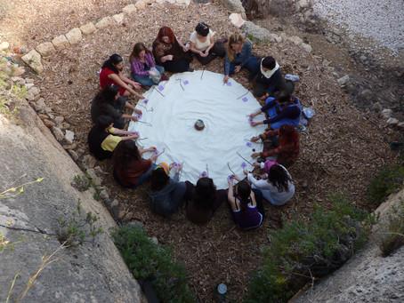 """למה השיחהשבטי של """"מעגל הקשבה"""" עם הצוות בעבודה או במשפחה עובד..."""
