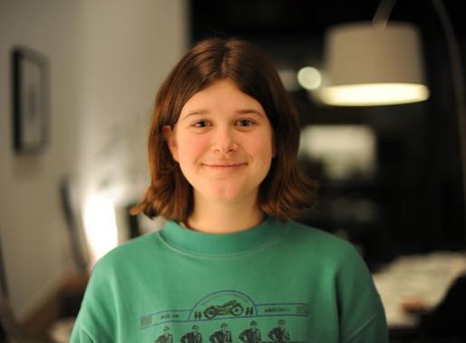 Emma helpt bij de Voedselbanken