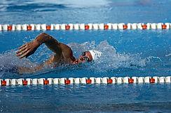 swimmer-563860_1920.jpg