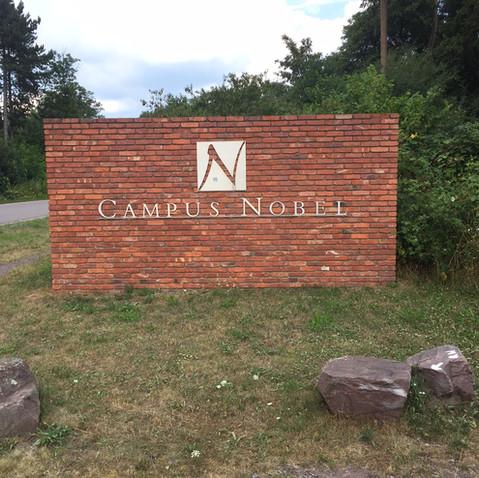 Einfahrt Campus-Nobel