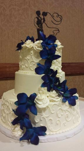 Blue-Flower-Wedding-Cake - Melissa Hobbs