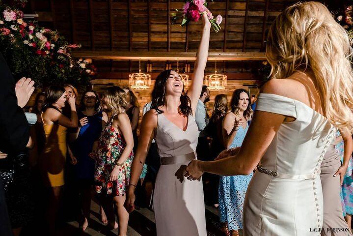 wedding caught bouqet - Krista Haskins.j