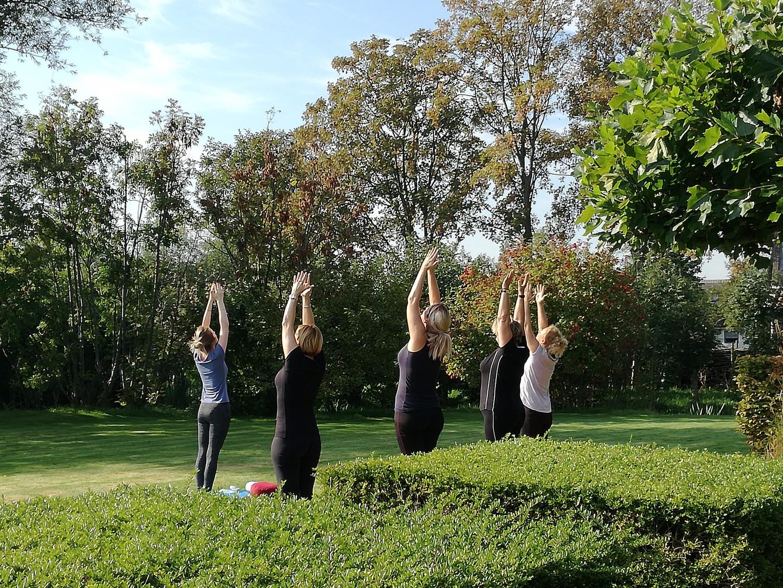 yoga groep buiten