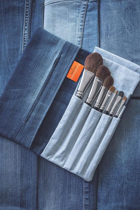 handmade Clutch, Jeanstaschen für Dein Beauty Equipment, nehme ich mit auf Reisen
