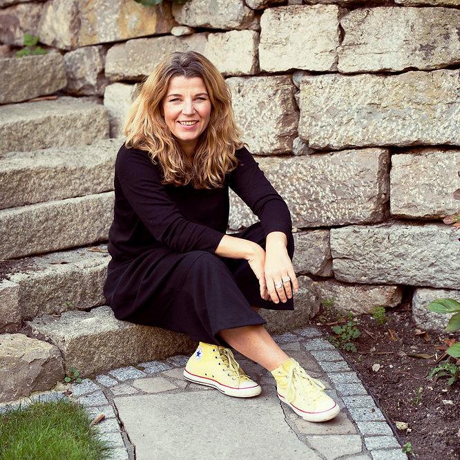 Sandra Schneider Makeup Artist, Coach, Makeupworkshop, Teamevent. Ich bin der Problemlöser für Frauen, die sich unwohl fühlen.