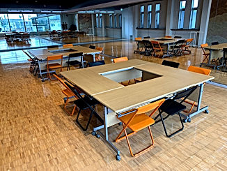 ミーティングテーブル 窓を背に IMG_0419.jpg