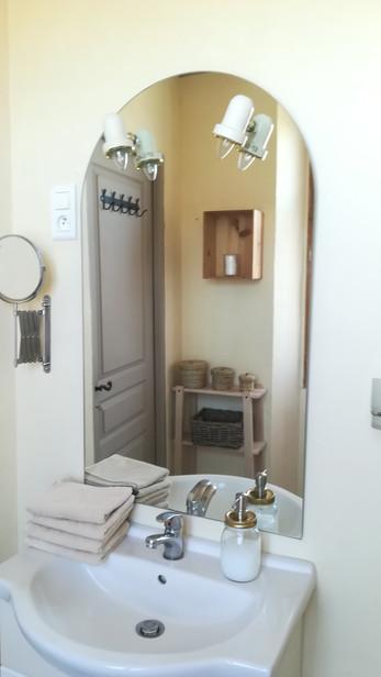 Le mas de Carrié - Chambre Francette  Salle de douche