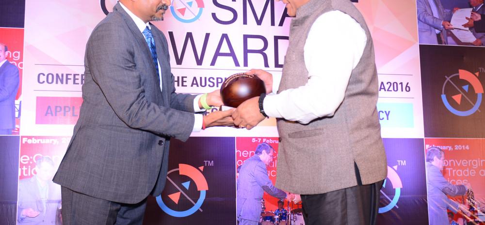 Sharing stage and recognising Gen. V.K.Singh