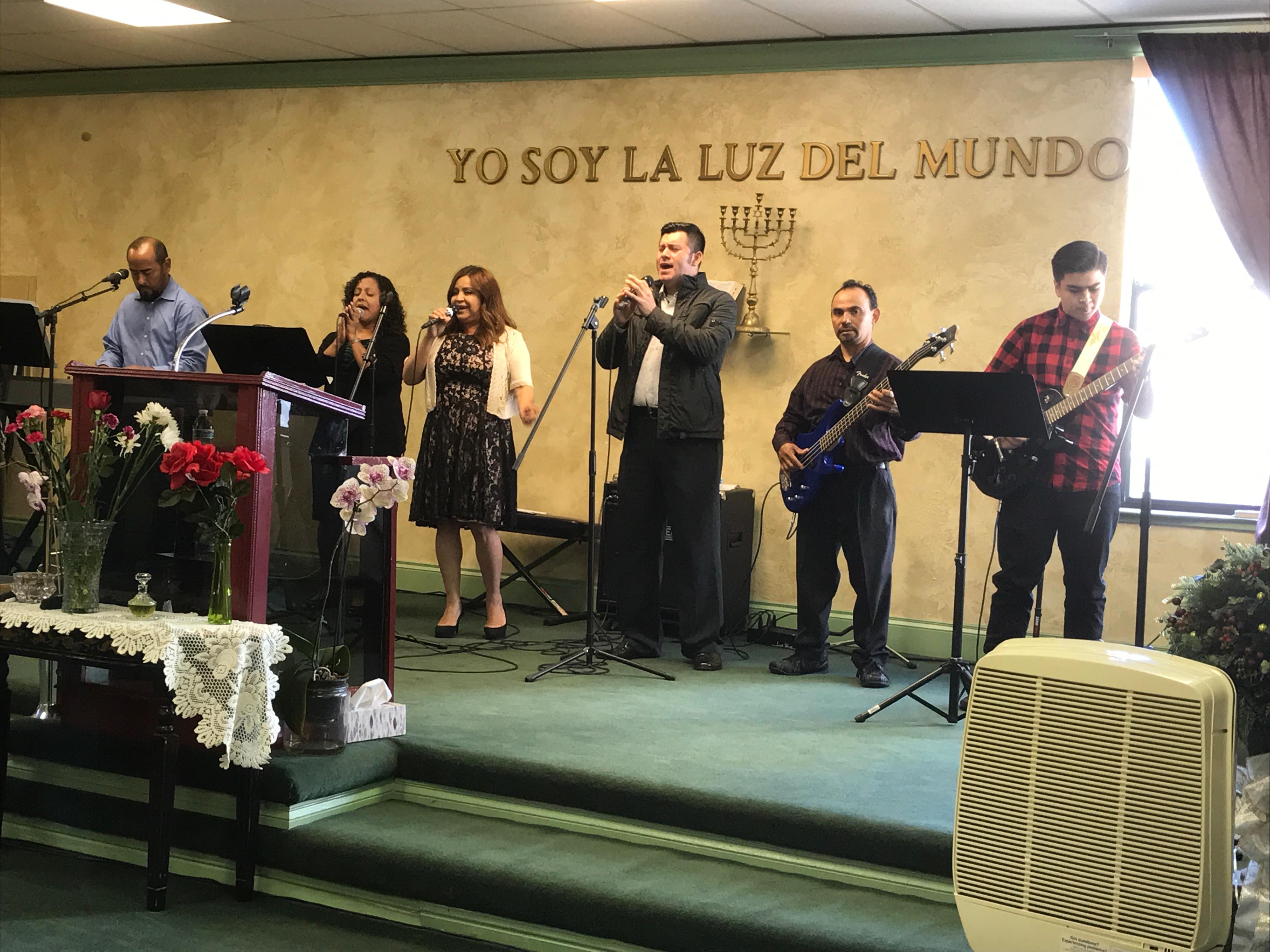 Sunday Services- Culto de Domingo