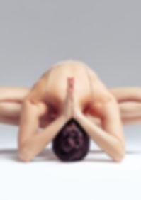 ragazza posizione yoga