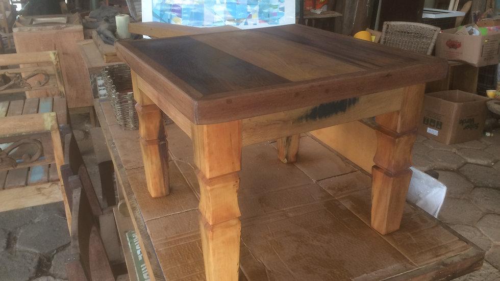 Mesa baixa com pé trabalhado - 40cm