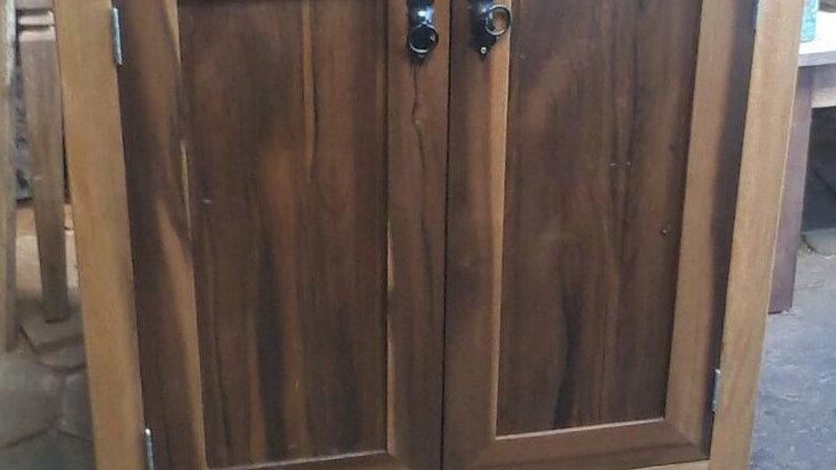 Gabinete porta dupla com uma prateleira