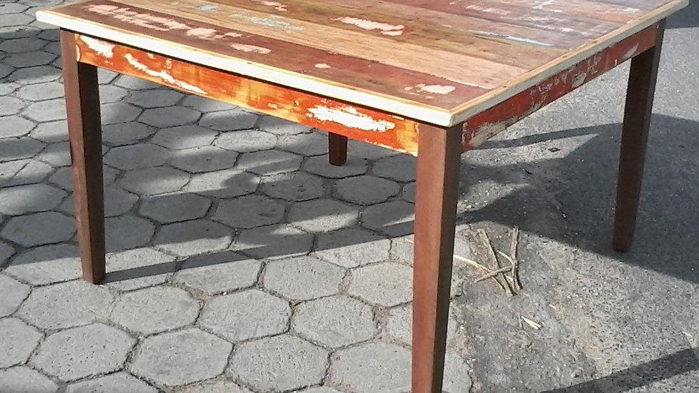 Mesa quadrada e pé palito - 140cm