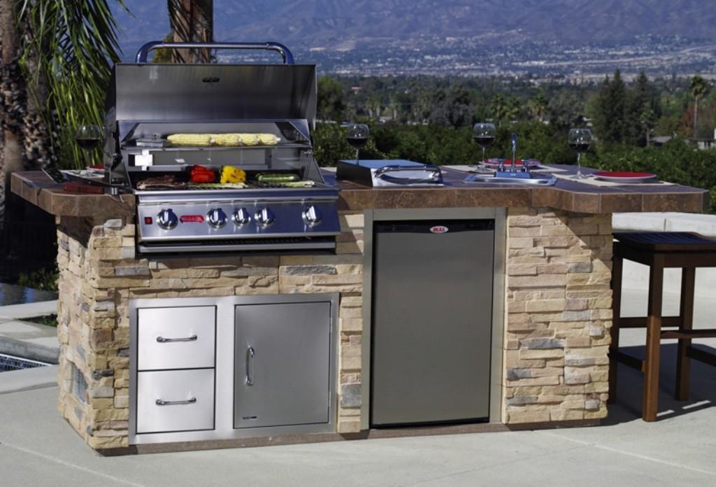 Bull-Outdoor-Kitchen-Island-Design