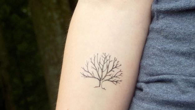 Tatouage arbre homme tatouage arbre homme with tatouage arbre homme trendy tatouage homme - Ligne de vie tatouage ...