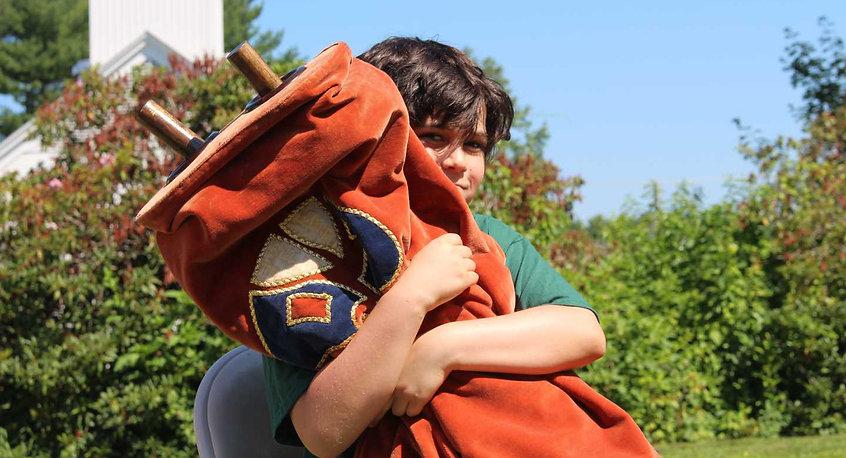 torah-hug-2.jpg