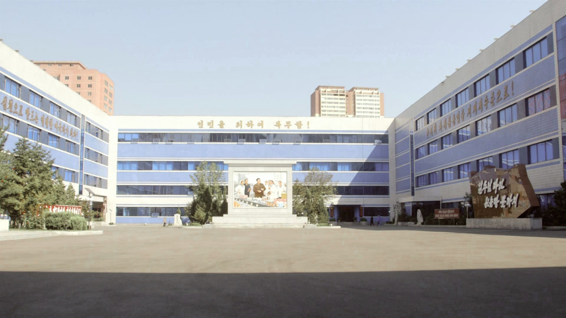 North Korea_PyongYang_Factory.jpg